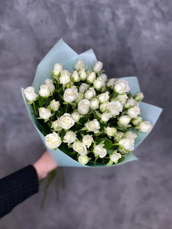 Букет пионовидных белых кустовых роз 11шт