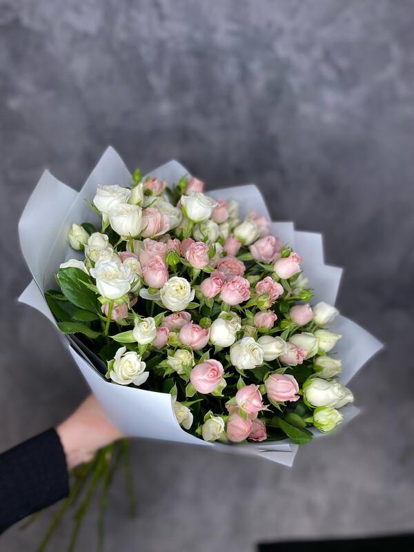 Букет кустовых пионовидных роз «Микс» 15шт