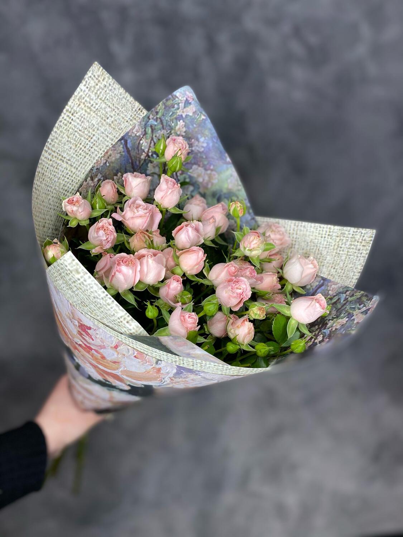 Букет нежных пионовидных кустовых роз
