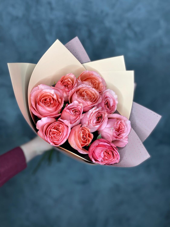 Букет пионовидных роз 11шт в стильной упаковке