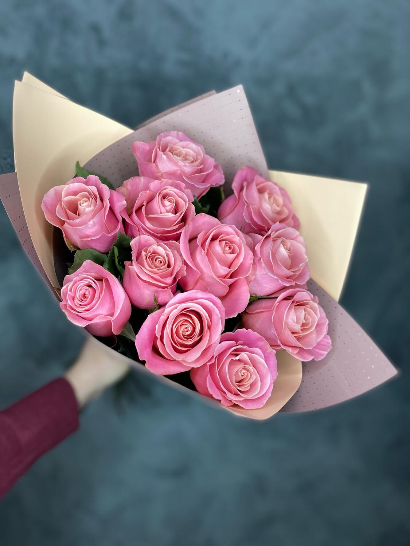 Букет розовых роз Эквадор 11шт в упаковке