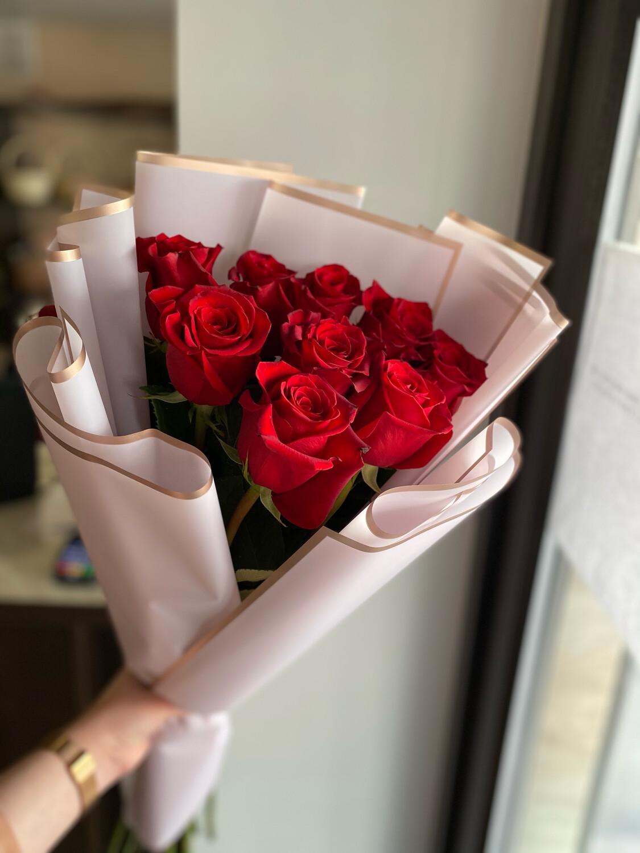 Букет роз в наличии с бесплатной доставкой по Саратову