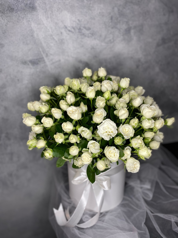 Коробочка белой кустовой розы