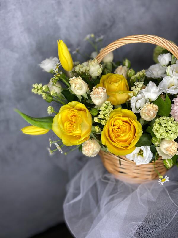 Авторская корзинка с цветами «Эриксон»
