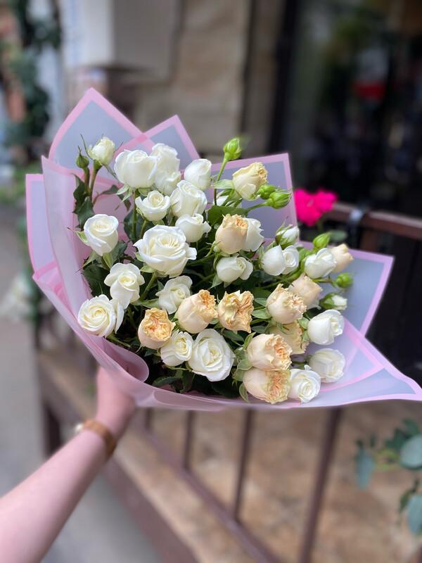 """Букет кустовых роз """"Лилия"""""""