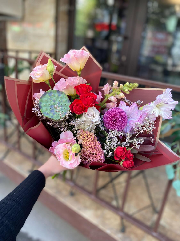 """Авторский букет цветов """"Хилари"""""""