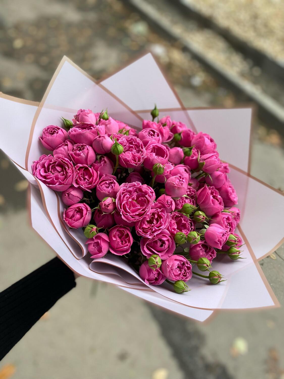 """Букет кустовых роз """"Мисти Баблз"""" 15шт"""
