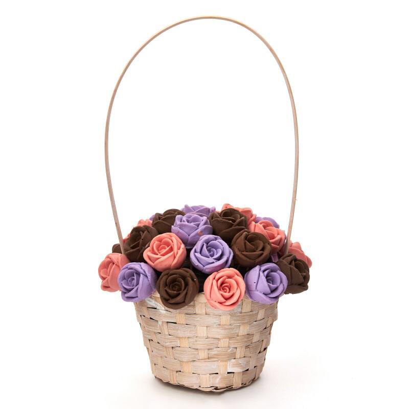 Корзинка из 27 шоколадных роз