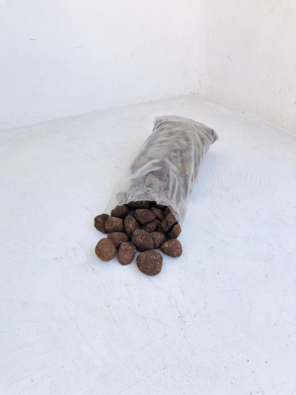 Brown Pebbles Medium 40-50mm 300 x 600mm bags between 18 and 20kg