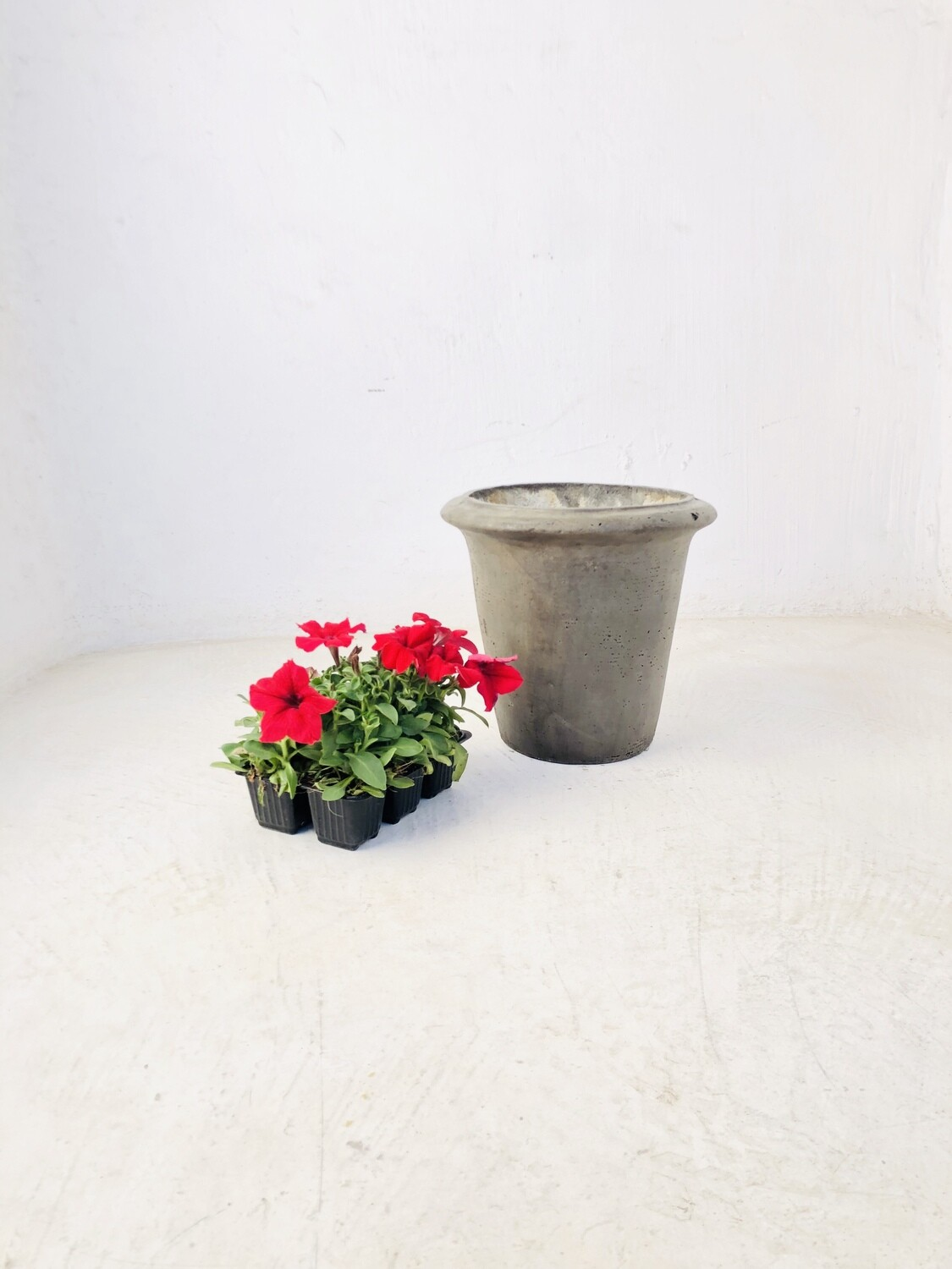 One Ring Pot Small Weathered Grey Finish - H250 x W270mm - 6kg