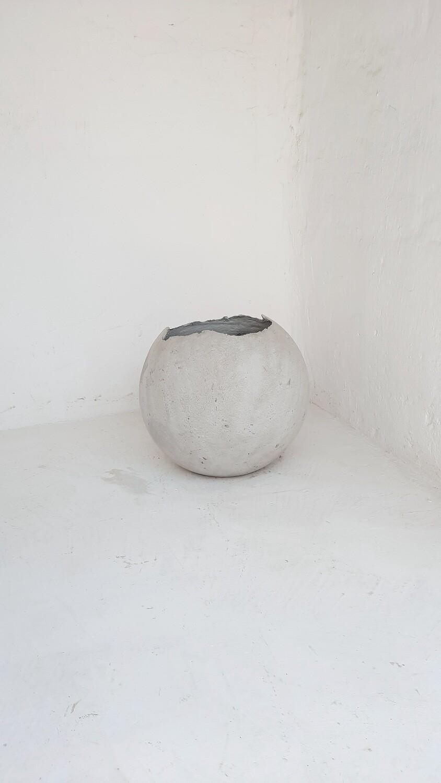 Garden Globe Round Pot Medium Cement Finish - H400mm x W400mm - 10.5kg