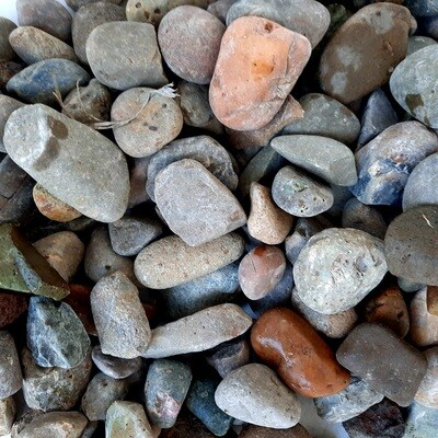 Diamond Mix Pebbles 20-40mm 300x600mm bags between 18 and 20kg