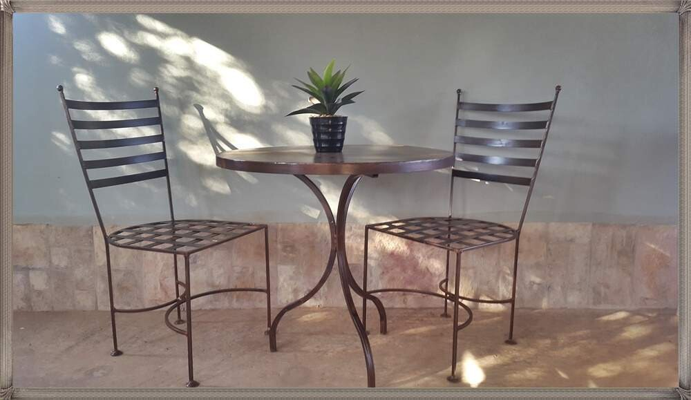 Lily Set - 1x 800mm Table - 2x Lily chairs