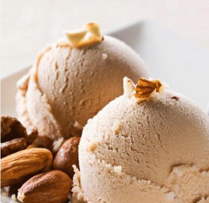 Înghețată cu ciocolata si migdale coapte