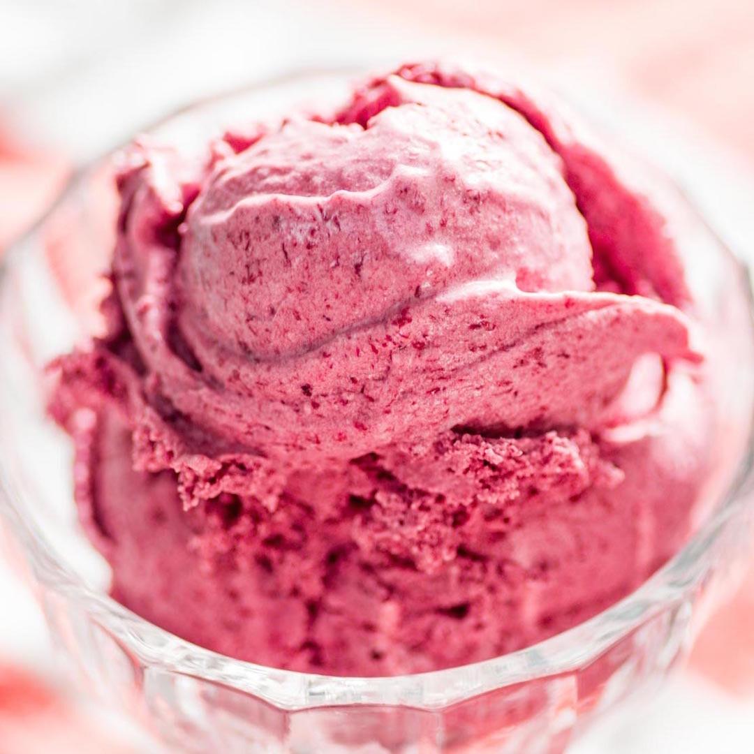 Înghețată cu visine si frisca