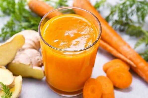 Suc natural cu morcovi si lamaie