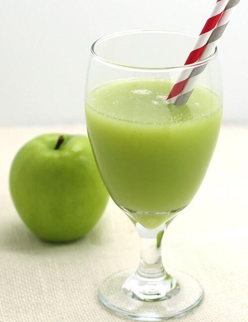 Suc natural cu portocale si mere verzi