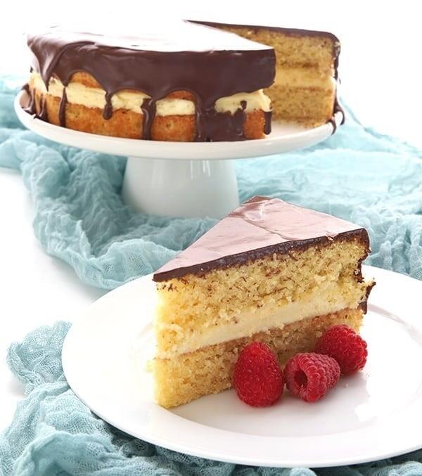 Tort cu crema de vanilie si glazura de ciocolata keto