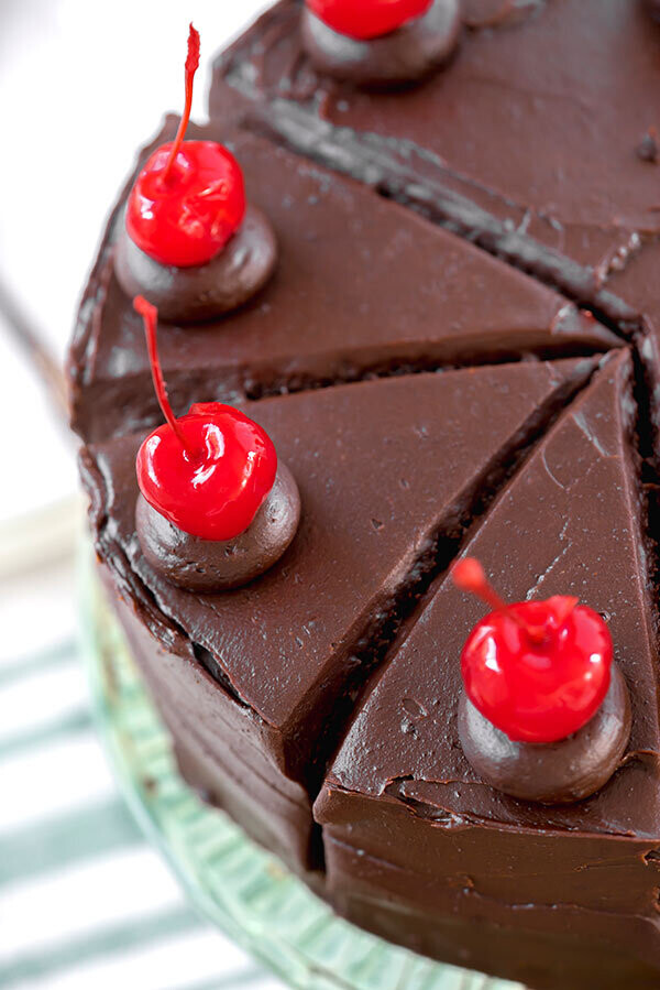 Tort de ciocolata cu cirese de Maraschino