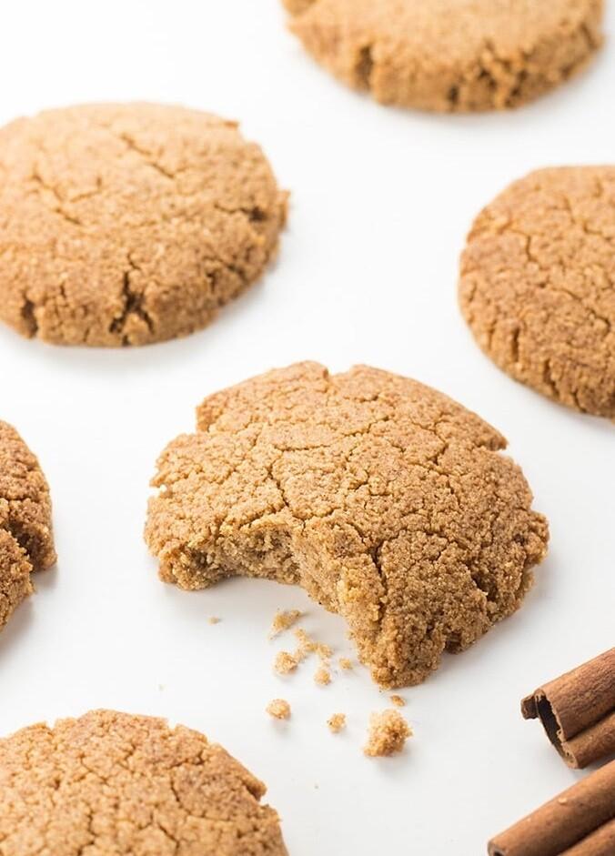 Biscuiti cu ghimbir si scortisoara low-carb