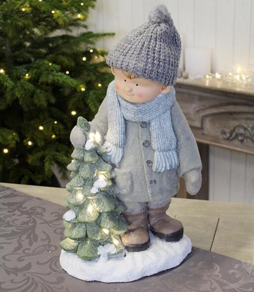 Jongen met LED-kerstboom