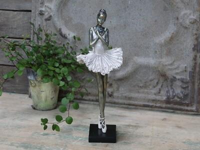Ballerina staand