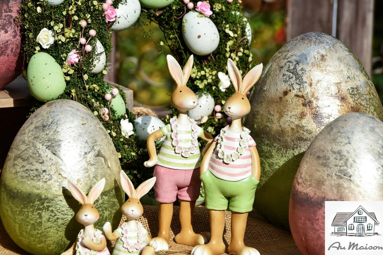Set 2 staande haasjes groen/roze met bloemenkrans