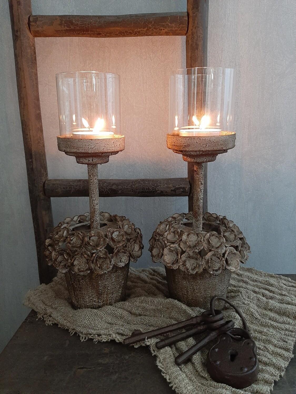 Set 2 kandelaars met roosjes