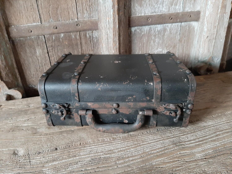 Oud metalen koffertje