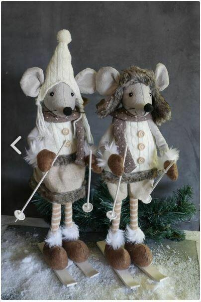 Set 2 muizen op ski's