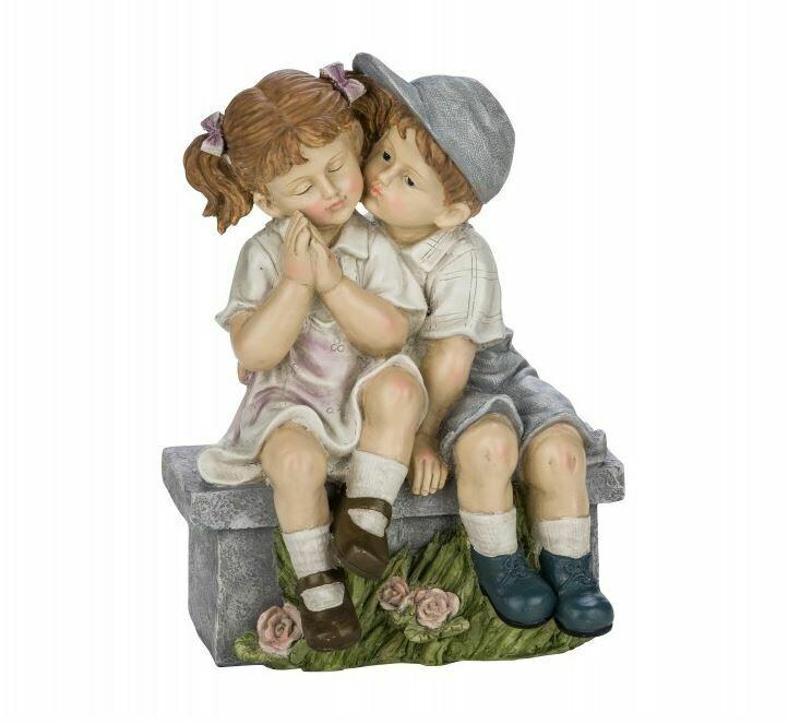 Jongen & meisje op bankje