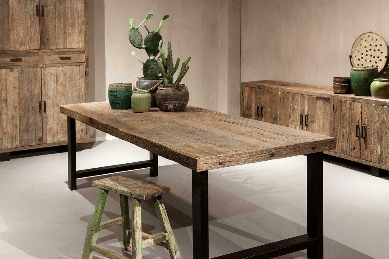 Robuuste oud houten eettafel 240 cm breed   Urban Collection