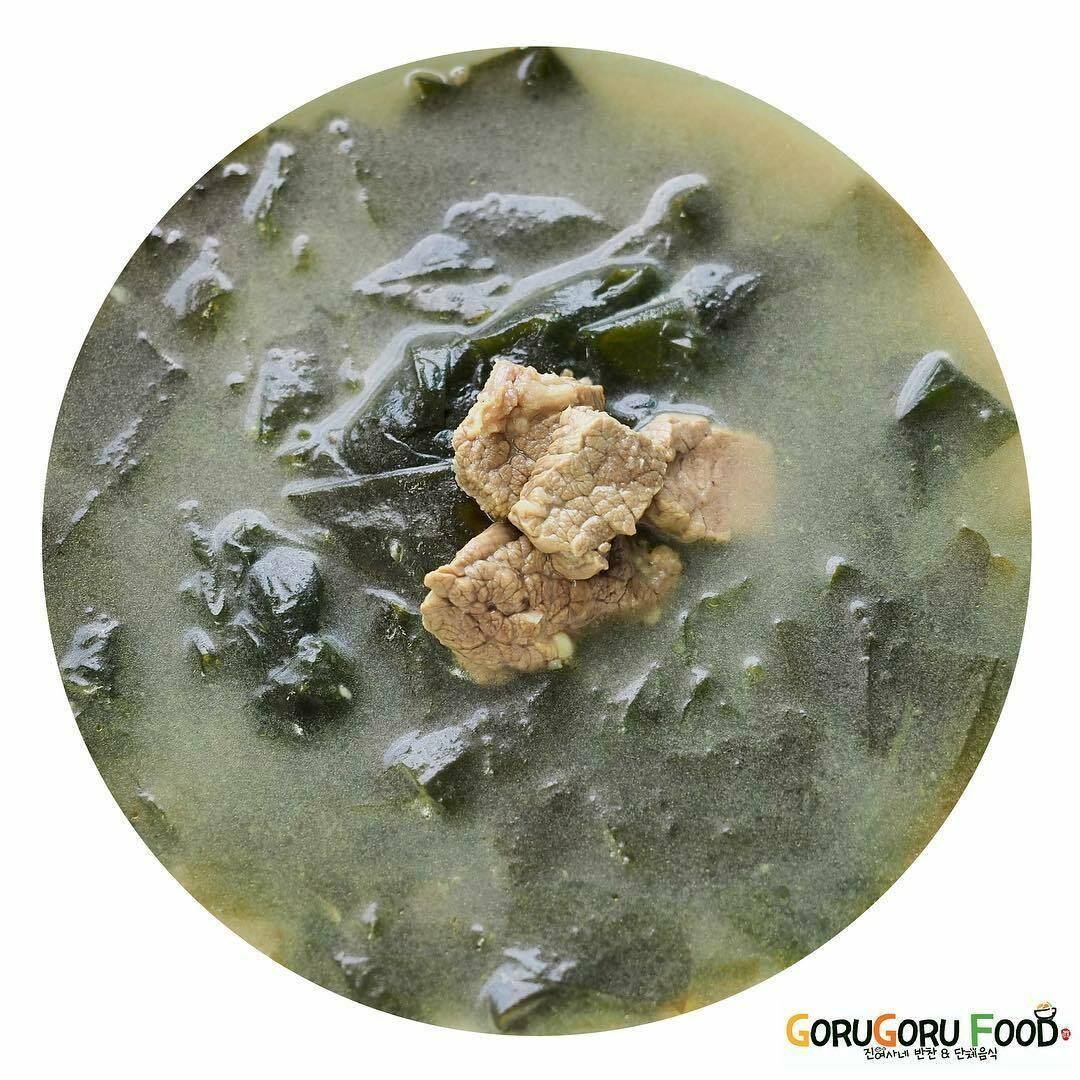 소고기 미역국 Korean Seaweed Soup (beef)