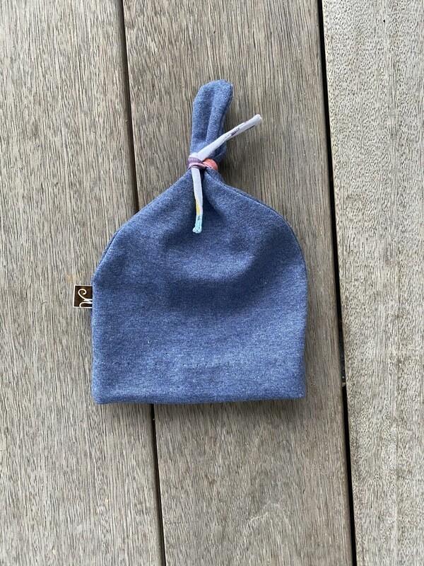 Bonnet blue