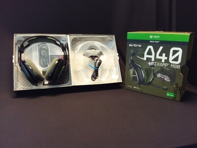Astro Gaming - A40 Wired Stereo Gaming Headset for Xbox One and PC with MIXAMP M80 - AS40WMA-0