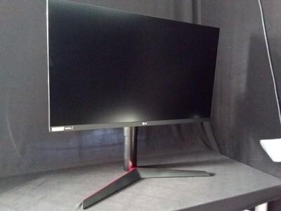 "LG - UltraGear 27"" IPS LED QHD FreeSync Monitor with HDR - Black - LGUG27-0"