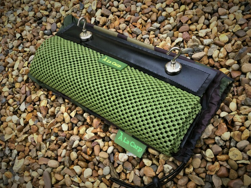 Bivvy Top Work Mat and 2 Magnetic Hooks