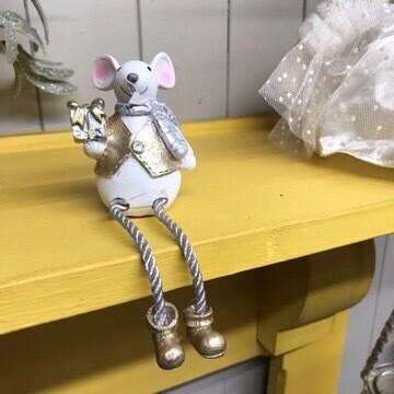 Sitting Christmas Mouse