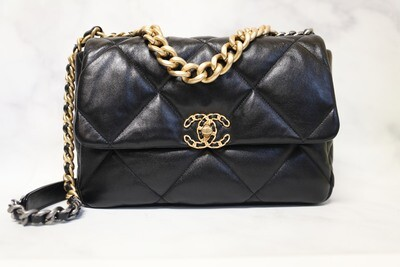 Chanel 19 Large, Black, New In Box WA001
