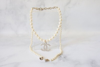 Chanel Pearl Necklace, With Airpods Holder
