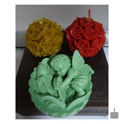 2 восковых свечи и талисман для девушки, дарующий ей счастье в личной жизни.