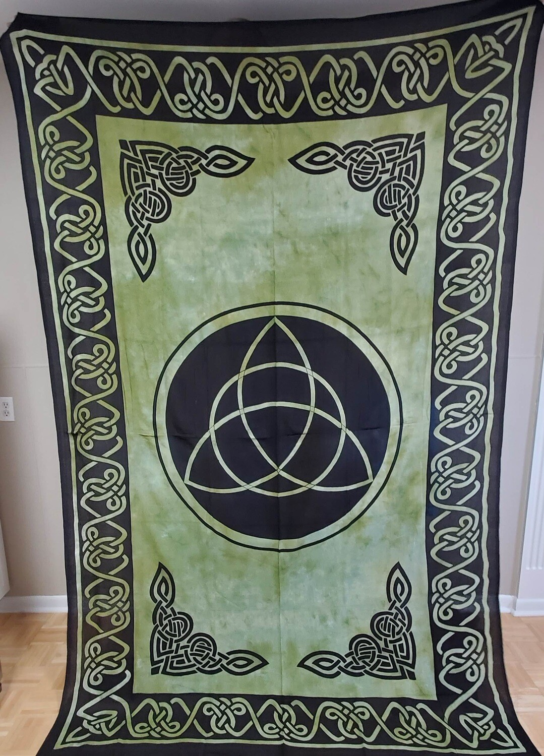 GRN/BLK TRIQUETRA TAPESTRY