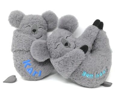 Personalisierte Spieluhr zum Aufhängen Koala: mit Namen und Wunschmelodie, aus Öko Teddy Plüsch, mit austauschbarer Spieluhr. Taufgeschenk