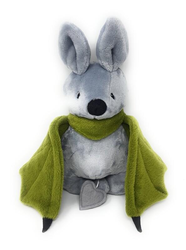 Personalisiertes Kuscheltier für Spieluhr Fledermaus grau grün Gr. 30 cm, Plüschtier Fledermaus mit Namen und Wunschmelodie, süßes Geschenk für Geburt, Taufe, Geburtstag