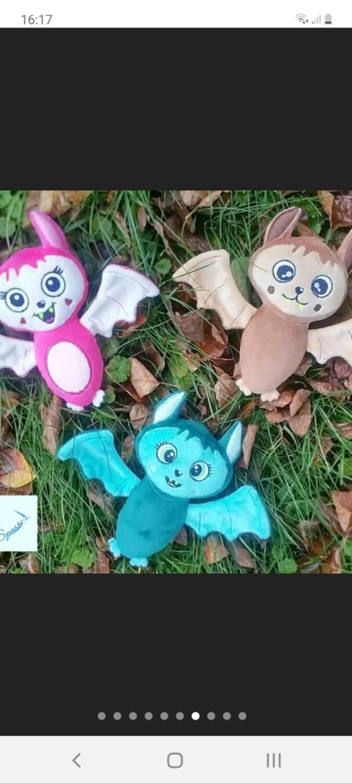 Personalisiertes Plüschtier Fledermaus mit Namen als Wärmekissen oder Knister-Tuch und Schnullertasche. Ein süßes Baby Geschenk