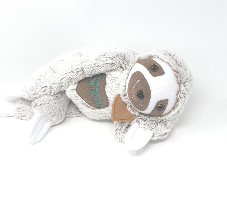 Personalisierte Spieluhr Faultier braun Gr. 45 cm, Kuscheltier Faultier mit Namen und Wunschmelodie, süßes Geschenk für Geburt, Taufe, Geburtstag