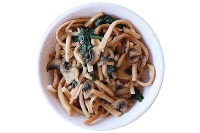 Arishta noodle with spinach & mushrooms