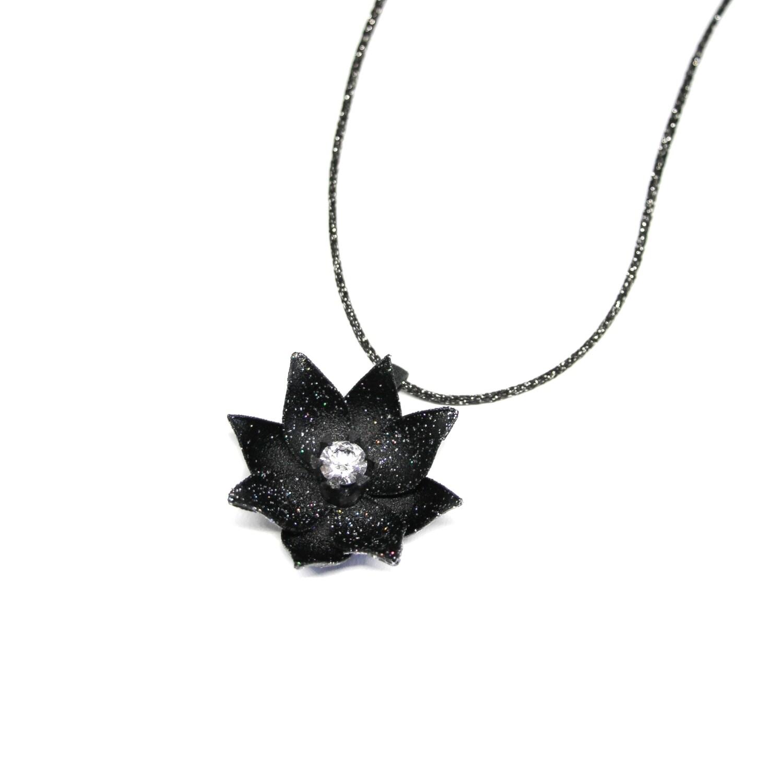 """Collier """"Bloom"""" - Polyamide noir (impression 3D), cordon pailleté et oxyde de zirconium Swarovski"""