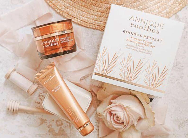FY Gift Set of Anti-Aging Revitalising Cream AND Anti-Aging Serum