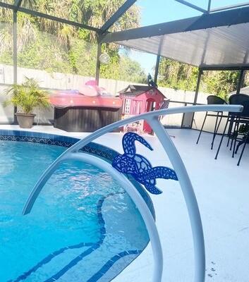 Pool Artistic Sea Turtle